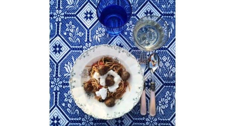 The Lion Kitchen pasta met verse tomatensla
