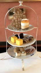 So Dutch Afternoon Tea / Etagere
