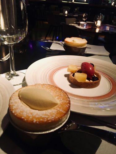 Artikel over de meest romantische restaurants van Amsterdam. We bezochten Kitchen & Bar Van Rijn en aten daar een lekker dessert die op de foto te zien is.