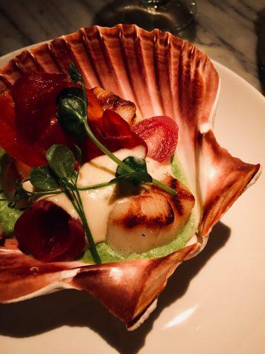 Artikel over de meest romantische restaurants van Amsterdam. Bij Jansz. aten we coquilles in een schelp.