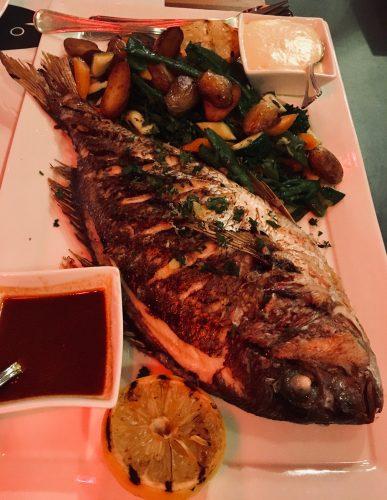 Artikel over de beste visrestaurants van Amsterdam. Op deze afbeelding is vis te zien die we hebben gegeten bij Stork in Amsterdam.