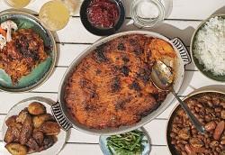 Kookboek Paramaribo Judith Cyrus Recept vegetarische pom (© Christian Felden)