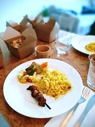 Restaurant Mama Makan eten bestellen Amsterdam Oost Spinozastraat bord